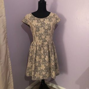 Kensie Cream Overlay Dress Medium